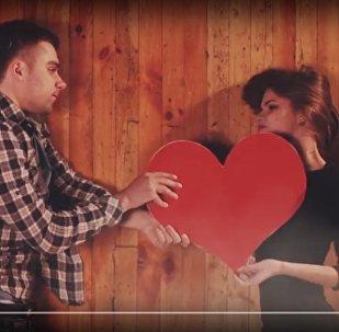 Любовь на полу: белорус на сьемках клипа 15 часов пролежал на паркете