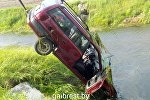 Opel, упавший в мелиоративный канал