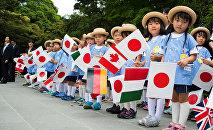 Дети, встречающие мировых лидеров в Японии