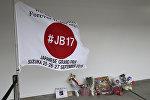 Цветы на трассе в Сузуке, где в тяжелую аварию попал пилот Marussia Жюль Бьянки
