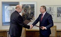 Министр иностранных дел Беларуси Владимир Макей и председатель президиума конфедерации Владимир Карягин
