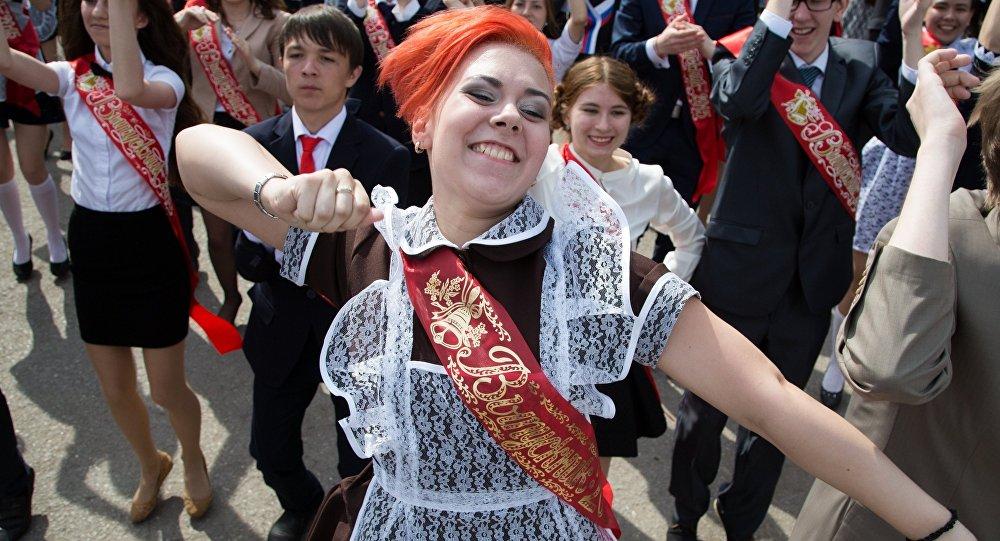 В Беларуссии хотят уменьшить учебный год для старшеклассников