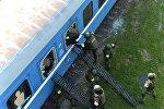 Штурм железнодорожного вагона, в котором, по сценарию, укрылись террористы