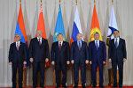 Церемония совместного фотографирования перед началом заседания в Астане Высшего Евразийского экономического совета на уровне глав государств в узком составе