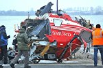 Спасатели эвакуируют останки разбившегося в Молдове вертолета SMURD