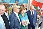 Станислав Говорухин, Лилия Ананич и Михаил Швыдкой на фестивале книги