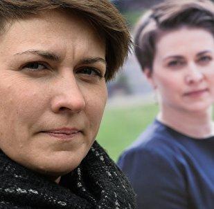 Татьяна Короткевич у своего агитационного стенда в Минске