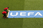 Растяжка УЕФА на футбольном поле