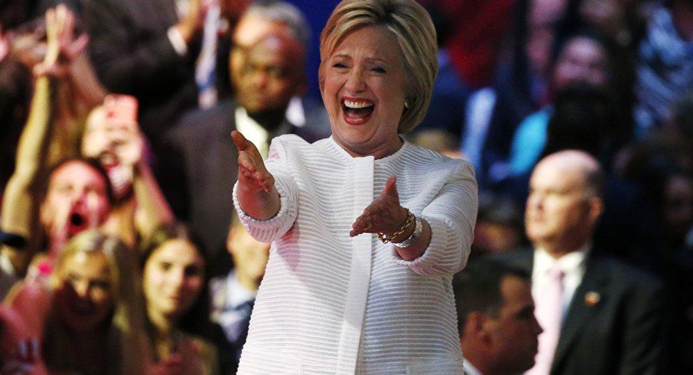 Основатель WikiLeaks пообещал разместить новейшую серию электронных заявлений Клинтон