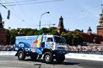 Автомобиль команды КАМАЗ-Мастер во время шоу Moscow City Racing в Москве