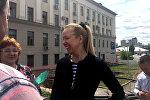 Анна Шарейко возле Верховного суда с родственниками и сотрудниками предприятия