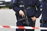 Полицейские на месте теракта под Парижем