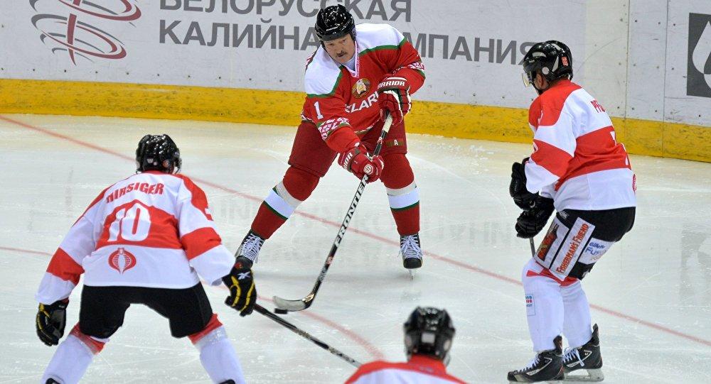 Президент Беларуси Александр Лукашенко в матче против команды Швейцарии