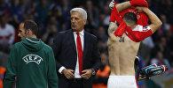 Футболист сборной Швейцарии Гранит Джака меняет майку