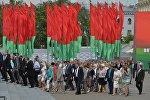 Участники Пятого Всебелорусского собрания прибыли на Октябрьскую площадь