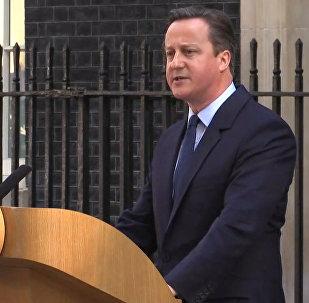 СПУТНИК_Кэмерон заявил, что новый премьер-министр должен быть определен к октябрю