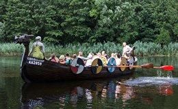 Реконструированный корабль викингов может принять на борт до 10 пассажиров