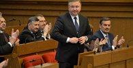 Андрей Кобяков в Овальном зале белорусского парламента.