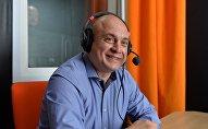 Игорь Чергинец в студии радио