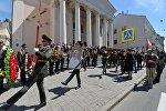 Люди пришли попрощаться с Ростиславом Янковским к театру
