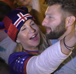СПУТНИК_Ликование исландцев и грустная песня англичан после 1/8 финала Евро-2016