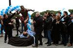 СПУТНИК_Месси в бронзе: статую аргентинского футболиста установили в Буэнос-Айресе