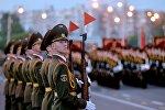 Военнослужащие роты почетного караула на тренировке парада 3 июля