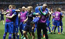 Сборная Исландии по футболу после победы над англичанми
