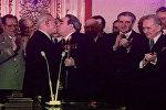 Спутник_Тройной Брежнев - поцелуи Генсека, вошедшие в историю. Кадры из архива
