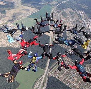 Прыжок с парашутамі, архіўнае фота
