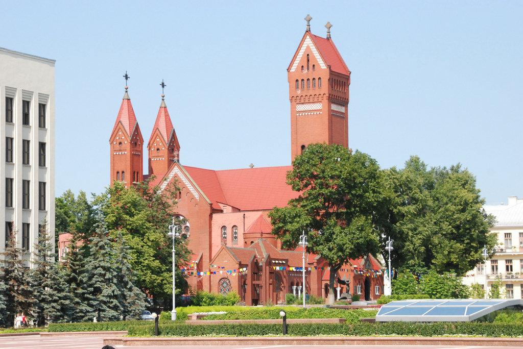 Костел Святых Симеона и Елены (Красный костел) в Минске