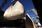 Работа цементного завода. Архивное фото