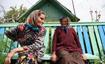 Пенсионерки в белорусской деревне