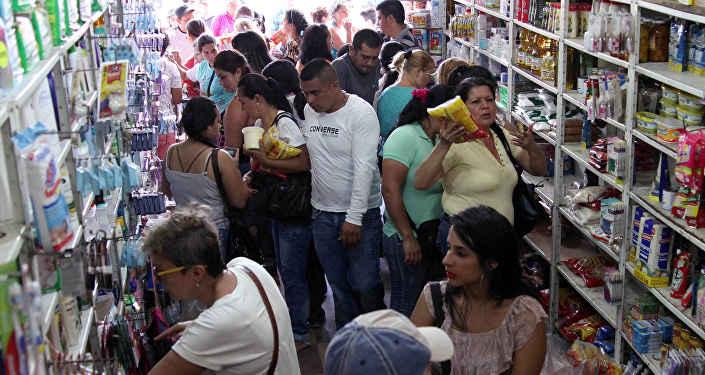 Венесуэльцам снова разрешили приобрести продуктов вКолумбии