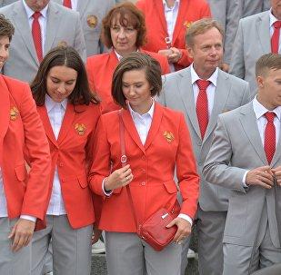Олимпийская сборная на возложении цветов к монументу Победы