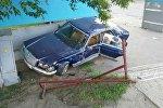 Mercedes, повредивший дорожный знак и светофор