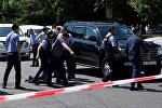 Полицейские ведут задержанного в Алма-Ате
