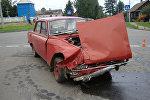 Автомобиль Москвич после аварии