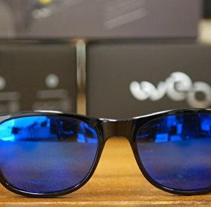 СПУТНИК_Солнцезащитные очки вместо селфи-палки: как выглядит новинка