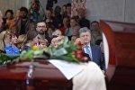 Президент Украины Петр Порошенко на церемонии прощания с Павлом Шереметом