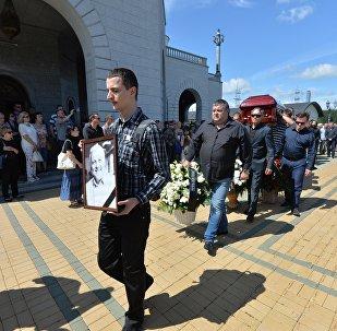 Вынос гроба с телом Павла Шеремета