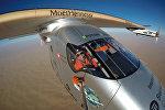 Самолет Solar Impulse 2 над территорией ОАЭ
