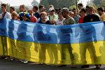 Проукраинские активисты протестуют против крестного хода, организованного УПЦ