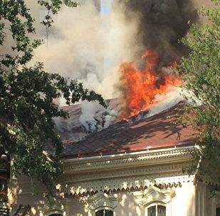 Кровля исторического здания выгорела при пожаре в Алматы. Кадры ЧП
