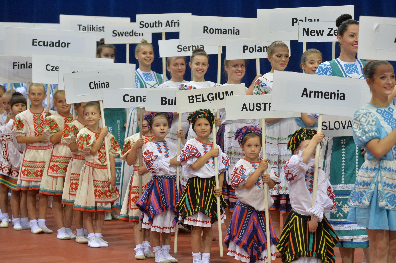 Таблички с названиями стран-участниц чемпионата.