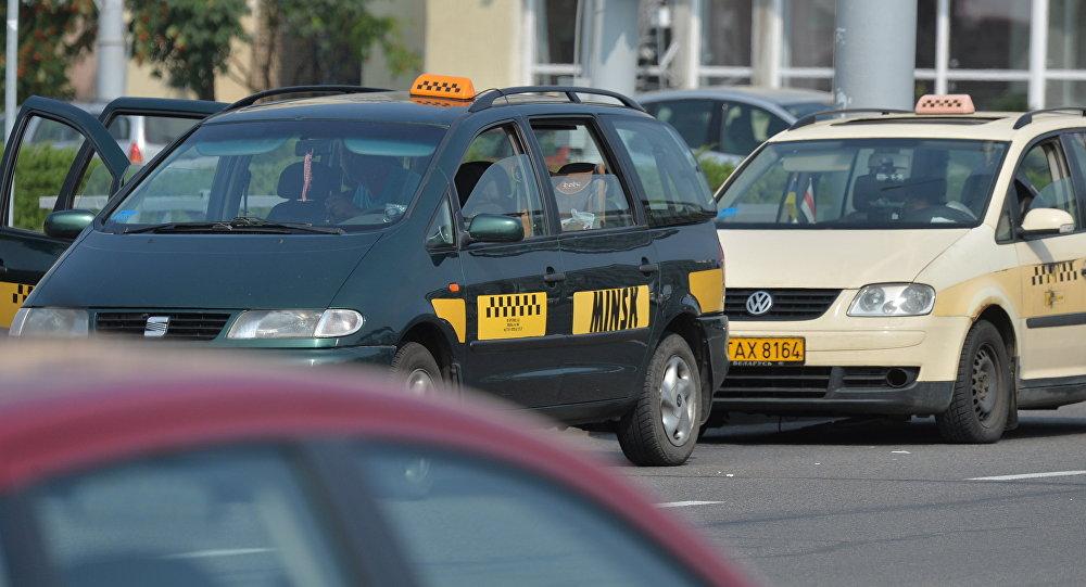 Таксі на вуліцах Мінска, архіўнае фота