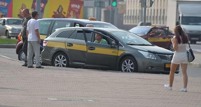 """Uber объединился с """"Яндексом"""" в странах СНГ"""