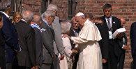СПУТНИК_Папа римский Франциск посетил бывший нацистский концлагерь в Освенциме
