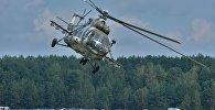 На фестывалі #Пронебо з паказальнымі палётамі выступіў легендарны савецкі верталёт Мі-8, архіўнае фота