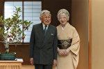 Император Акихито с супругой Михико